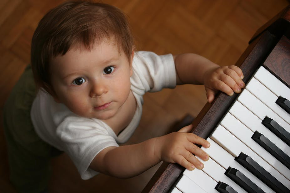 Bisakah Pelatihan Musik Dini Membantu Bayi Belajar Bahasa?